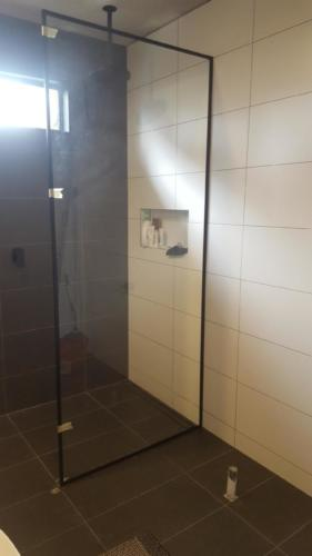 Black frame shower